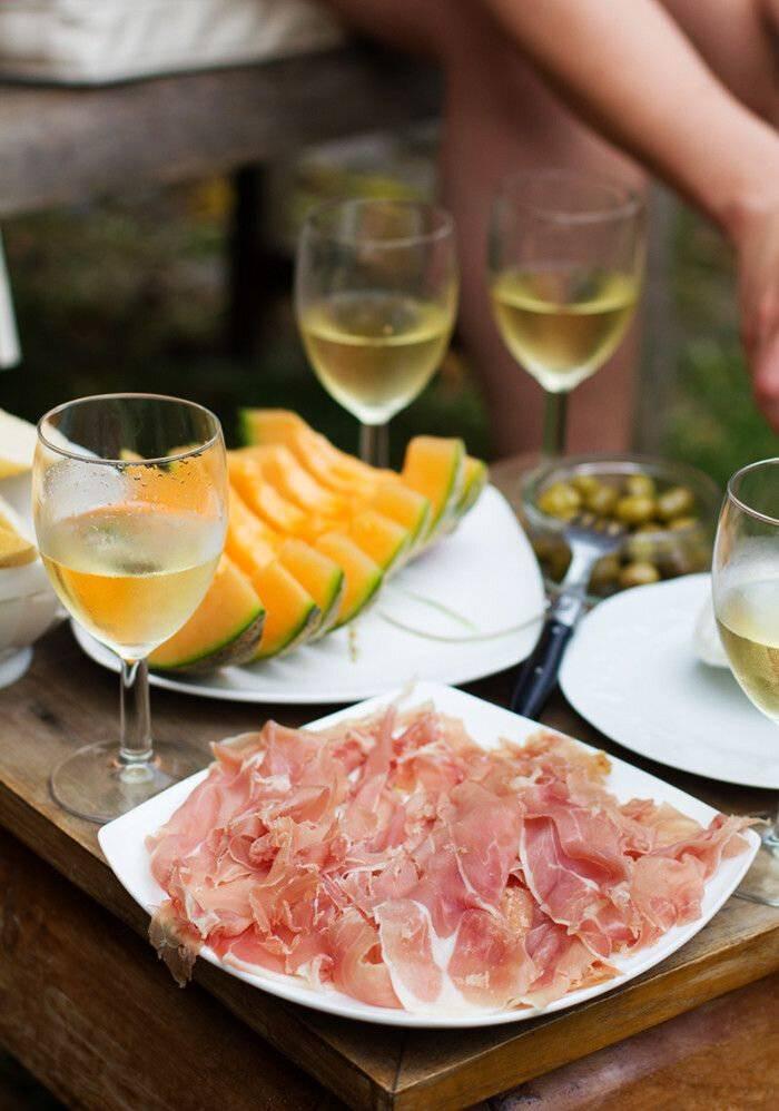 Выбираем спиртные напитки к шашлыку: правила, запреты, рецепты