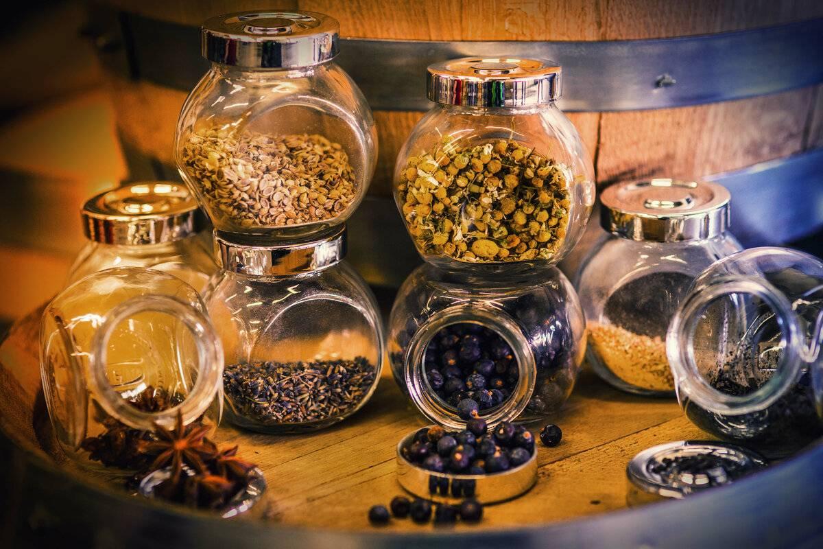 Простой рецепт джина из самогона в домашних условиях