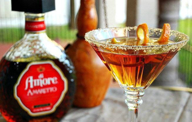 Как и с чем пить ликер амаретто?