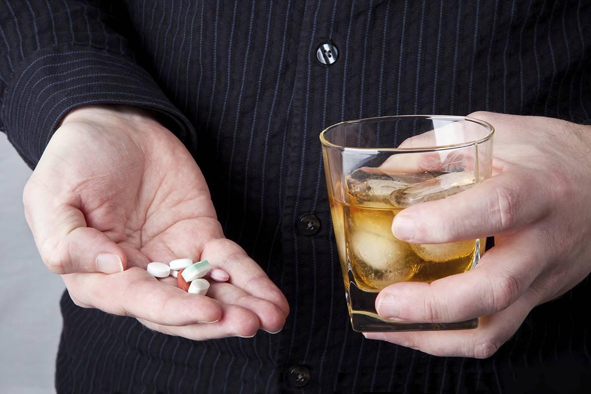 Можно ли пить алкоголь после обезболивающего?