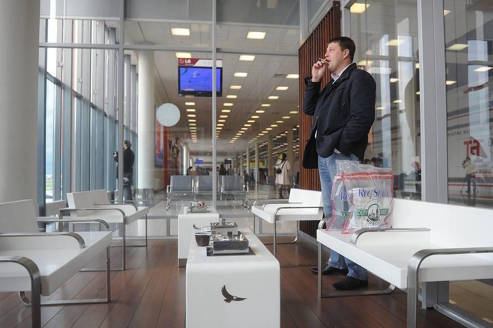 Где можно курить в аэропорту в 2020 году: разрешены электронные сигареты