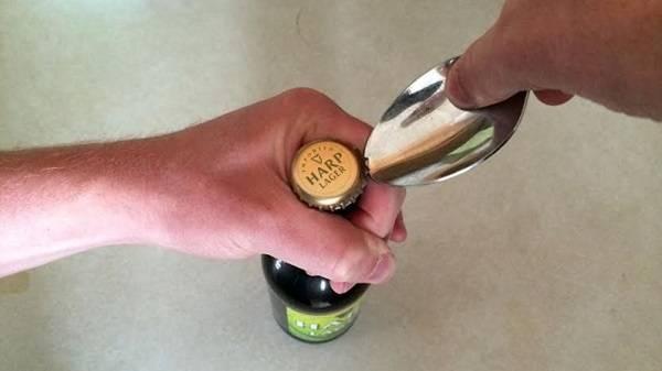 Как открыть пиво без открывашки, действенные способы с подробным пояснением