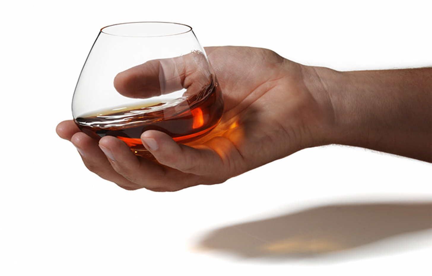 Как правильно пить коньяк: каким он должен быть и какие закуски к нему подавать, полезные советы специалистов