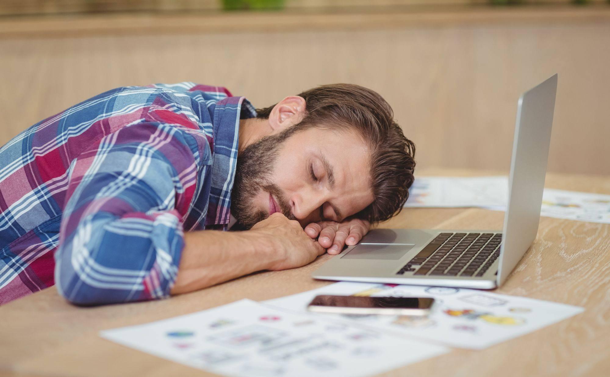 Как успокоить и усыпить пьяного (агрессивного) человека в домашних условиях?