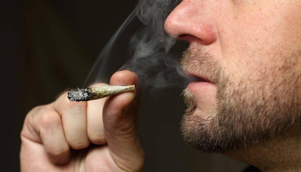 Курение и зрение: влияет ли сигарета на глаза человека, может ли ухудшиться зрения после того как бросил курить и что такое табачная амблиопия у курильщика?
