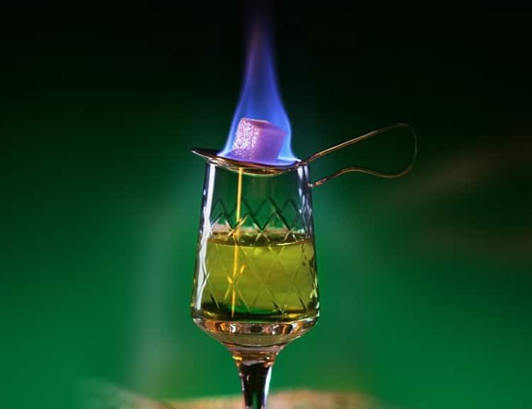 Как пить абсент – 7 правильных способов с поджиганием и без