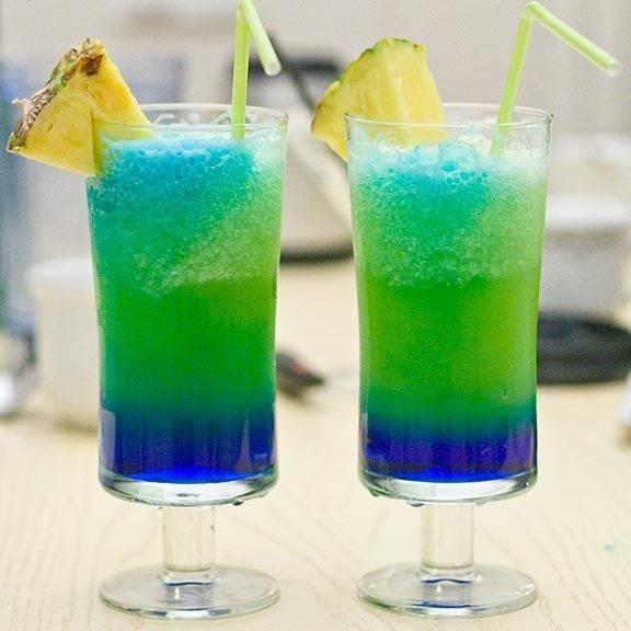 Коктейли с блю кюрасао: рецепты алкогольных миксов на основе ликера с водкой, ромом, текилой, шампанским, спрайтом, а также безалкогольных напитков с сиропом   mosspravki.ru