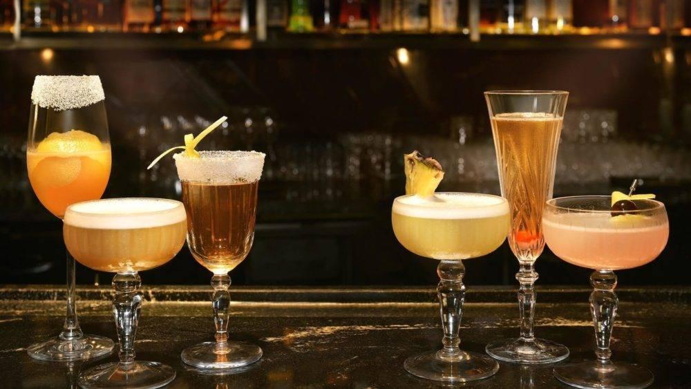 Новогодние рецепты: коктейли с шампанским