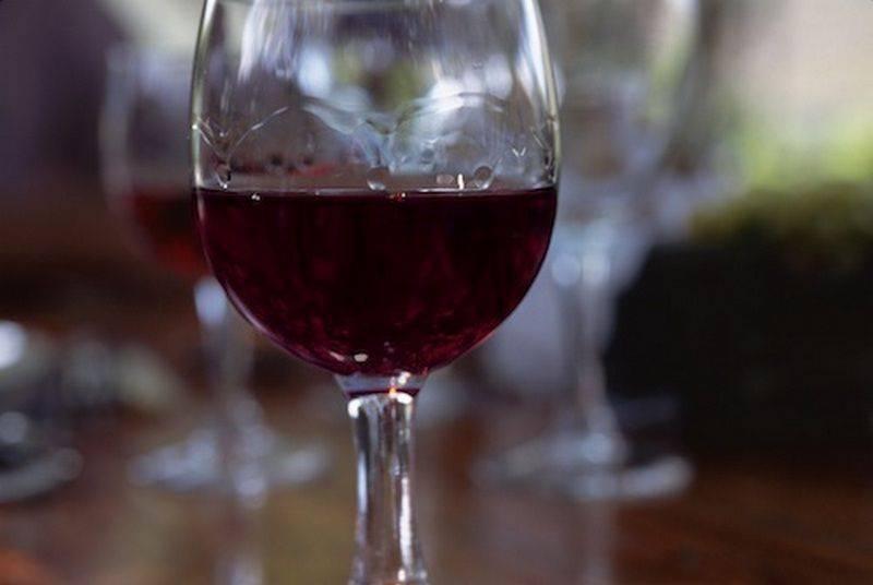 Как правильно пить портвейн и чем его закусывать