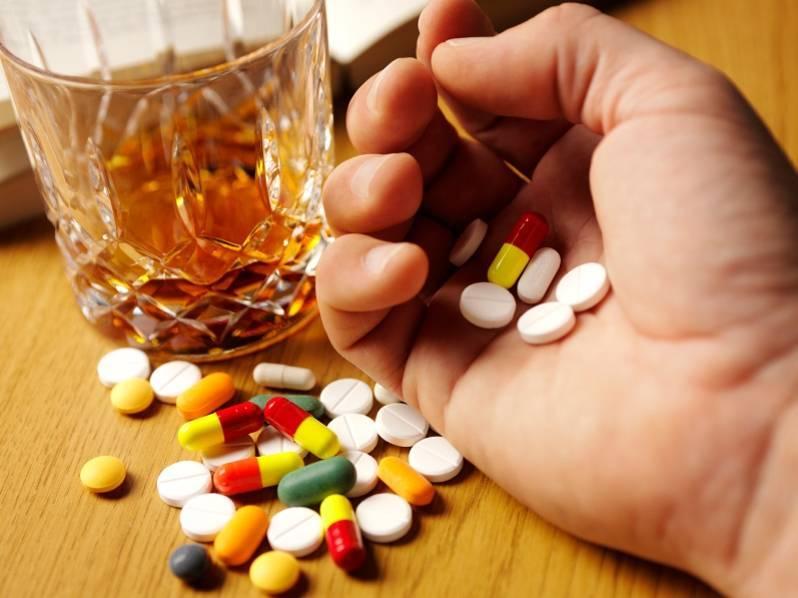 Обезболивающие и алкоголь: можно ли после, одновременно, какие и через сколько пить, что будет при смешивании