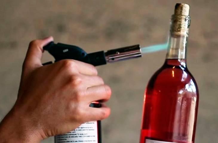 Как открыть бутылку вина штопором