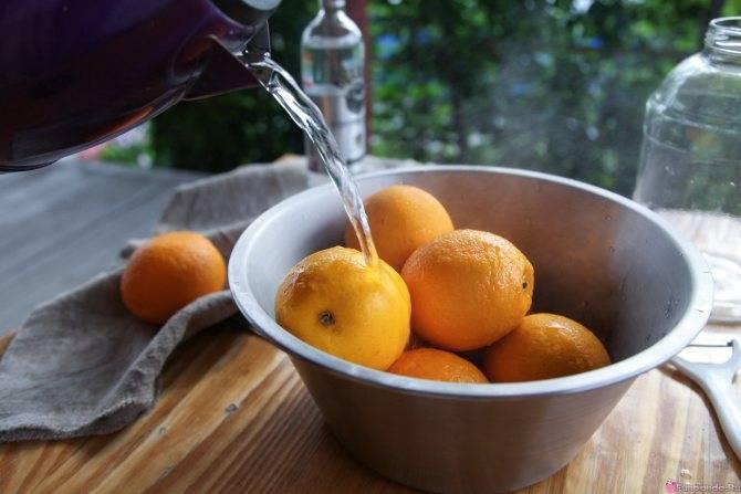 На спирту оранчелло (orangecello) – домашний апельсиновый ликер.