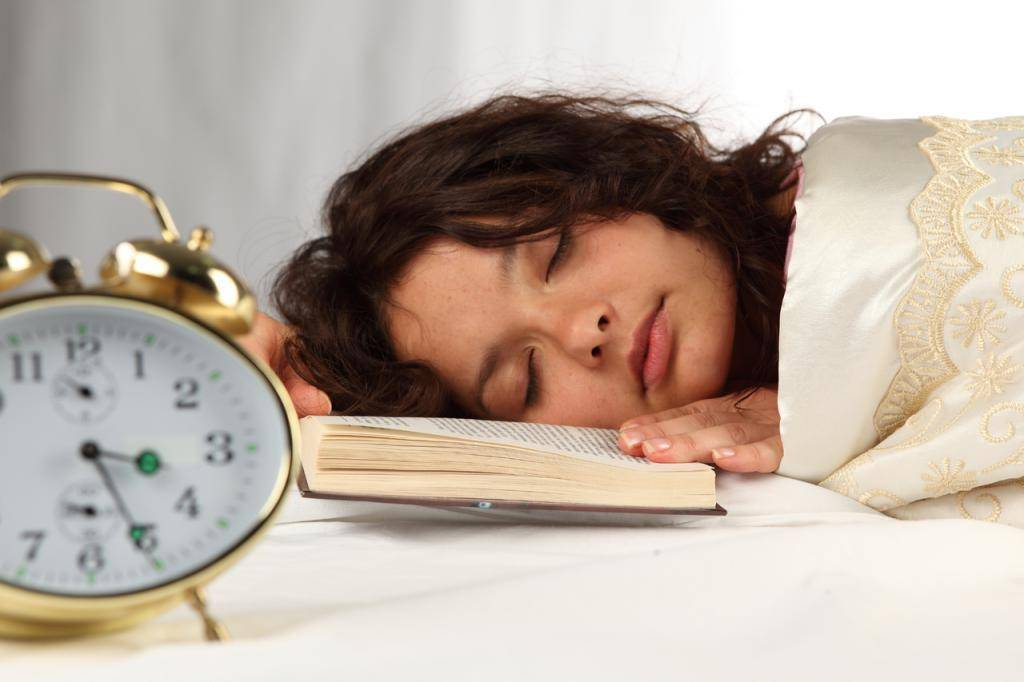 Как справиться с бессонницей после запоя и уснуть?