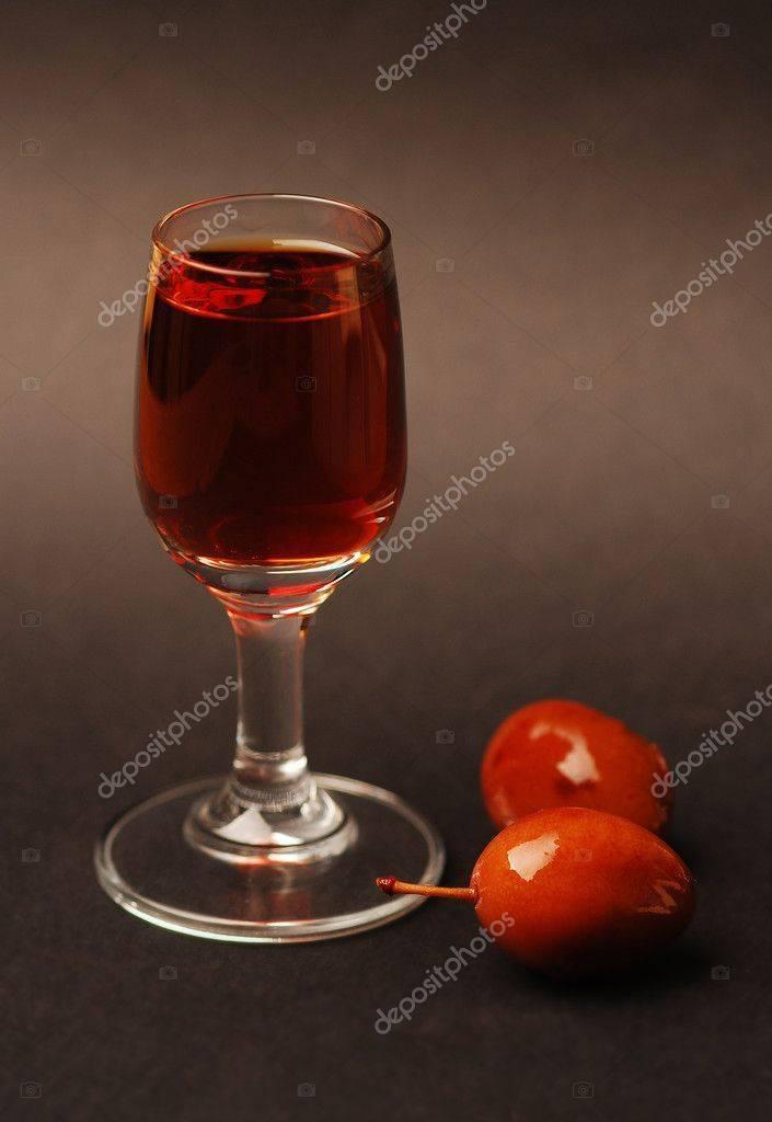 Ликер сливовый. вино, настойки, ликеры