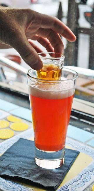 Рецепт приготовления коктейля «глубинная бомба»