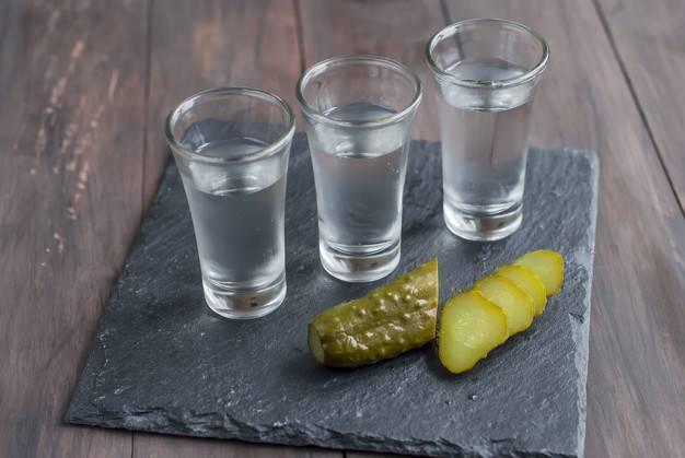 Водка с солью: от чего помогает и как использовать?