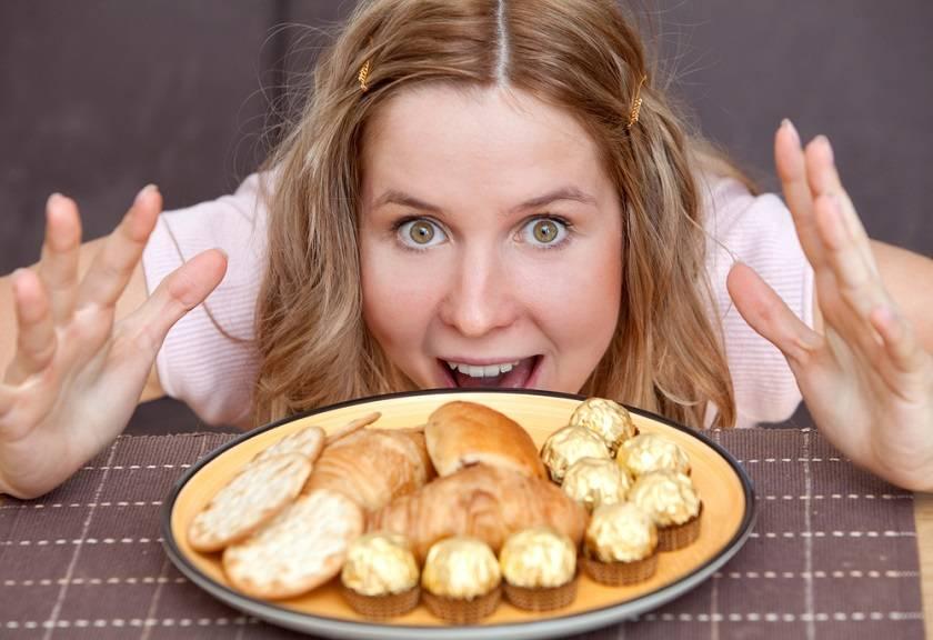 Почему с похмелья хочется есть: признаки, продукты