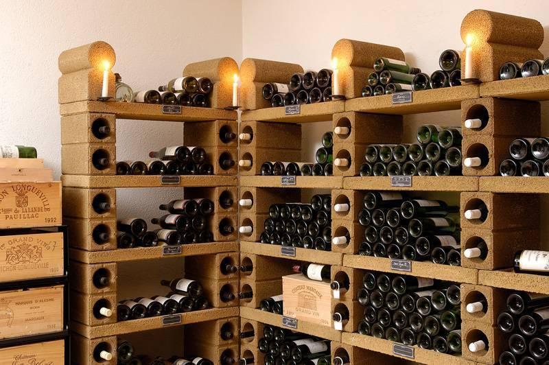 Как хранить вино в домашних условиях в бутылках или бочках - необходимая температура, влажность и освещение