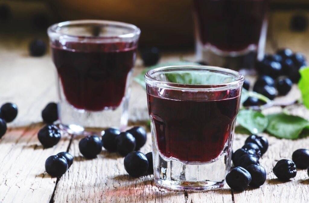 Как приготовить домашнюю наливку из красной и черной смородины и сохранить вкус и аромат лета