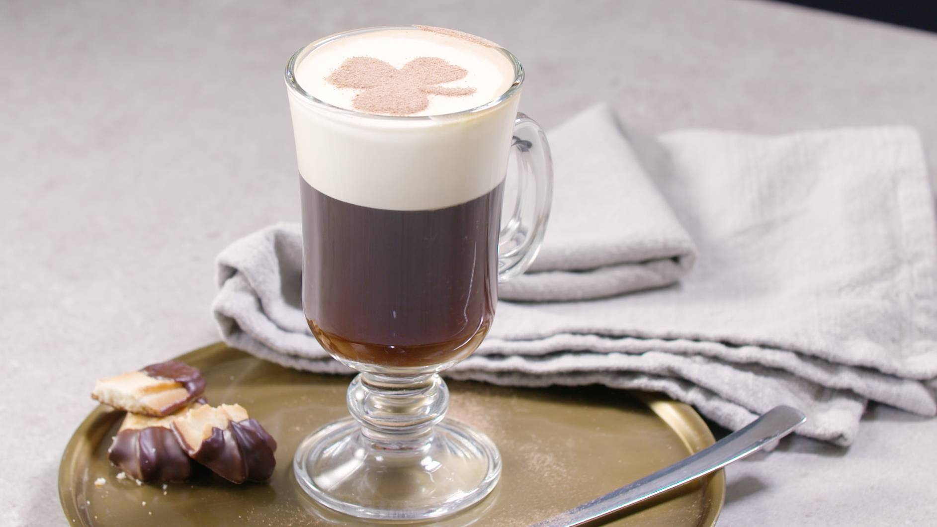 Коктейль ирландский кофеcocktail irish coffee