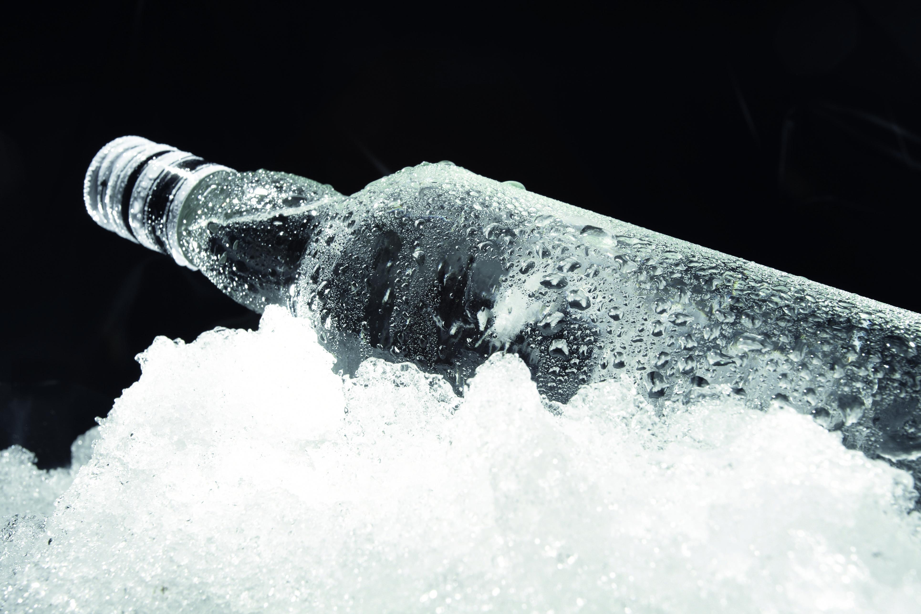 Что делать, если бутылка вина замерзла в морозилке?