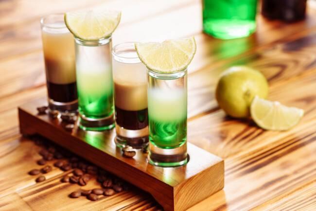 Коктейль медуза: фото, классический рецепт алкогольного шота и описание, как приготовить вариации пошагово, состав и пропорции напитка