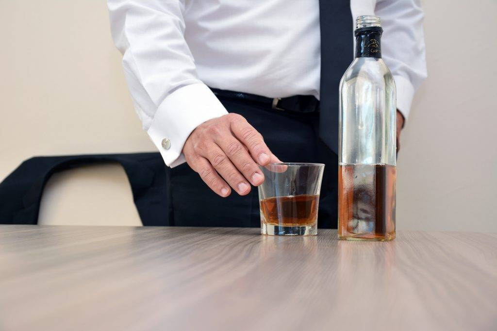 «я не алкоголик, а жизнерадостный пьяница». что произошло с михаилом ефремовым | православие и мир