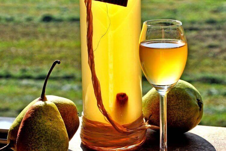 Как сделать вино из домашних груш: простейший рецепт
