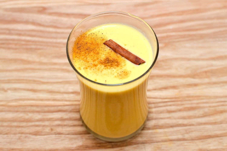 Гоголь-моголь. рецепт в домашних условиях. как приготовить классический из яиц, сахара, алкогольный, сделать с какао детям от кашля