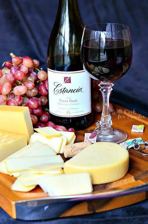 С чем пьют вино: красное полусладкое, сухое, сладкое, чем закусывать, с чем сочетается белое вино