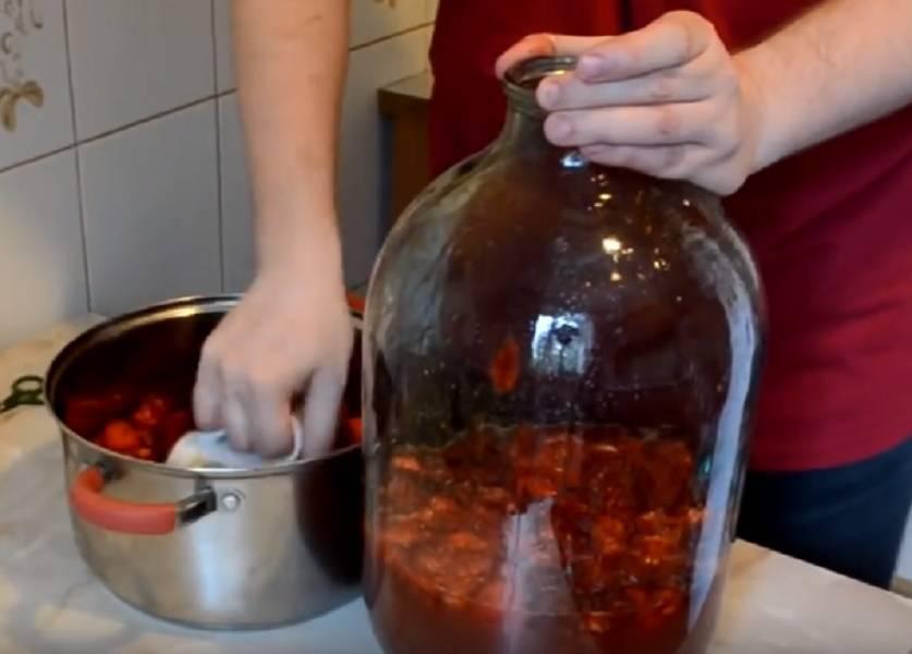 Популярные рецепты клубничного вина – домашнее, из варенья, игристое, крепленое.