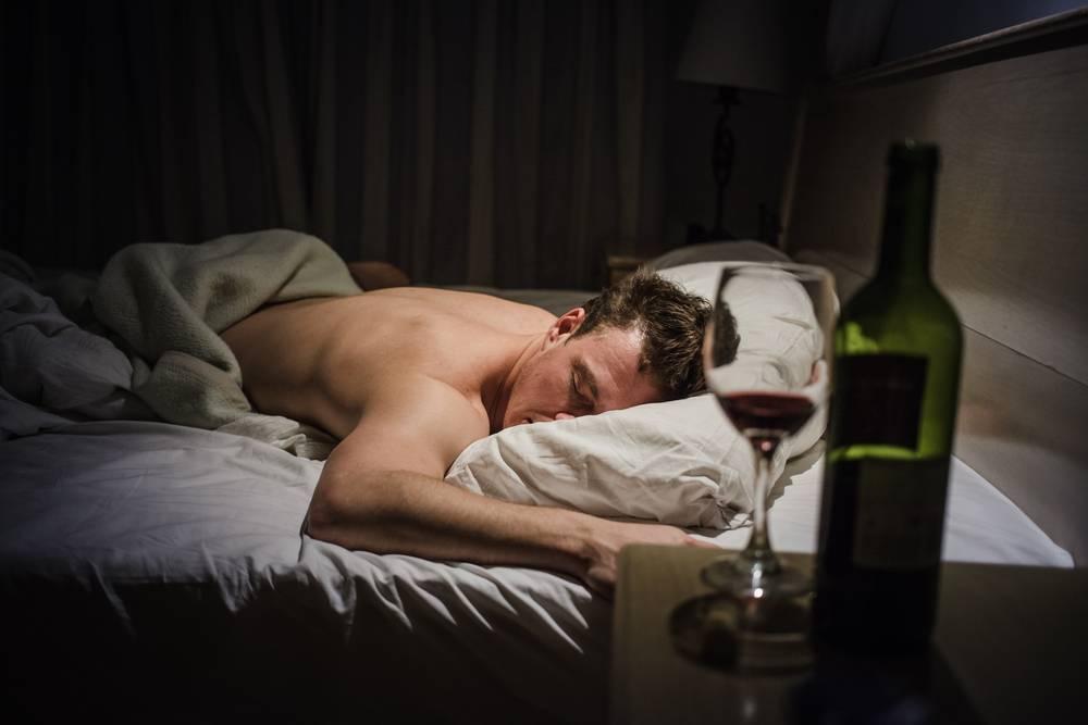 Бессонница после алкоголя:  плохой сон или не можете уснуть при алкоголизме?