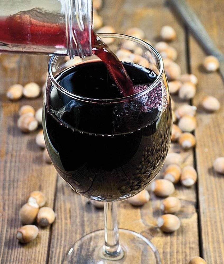 Вино из черноплодной рябины: рецепт и как приготовить дома