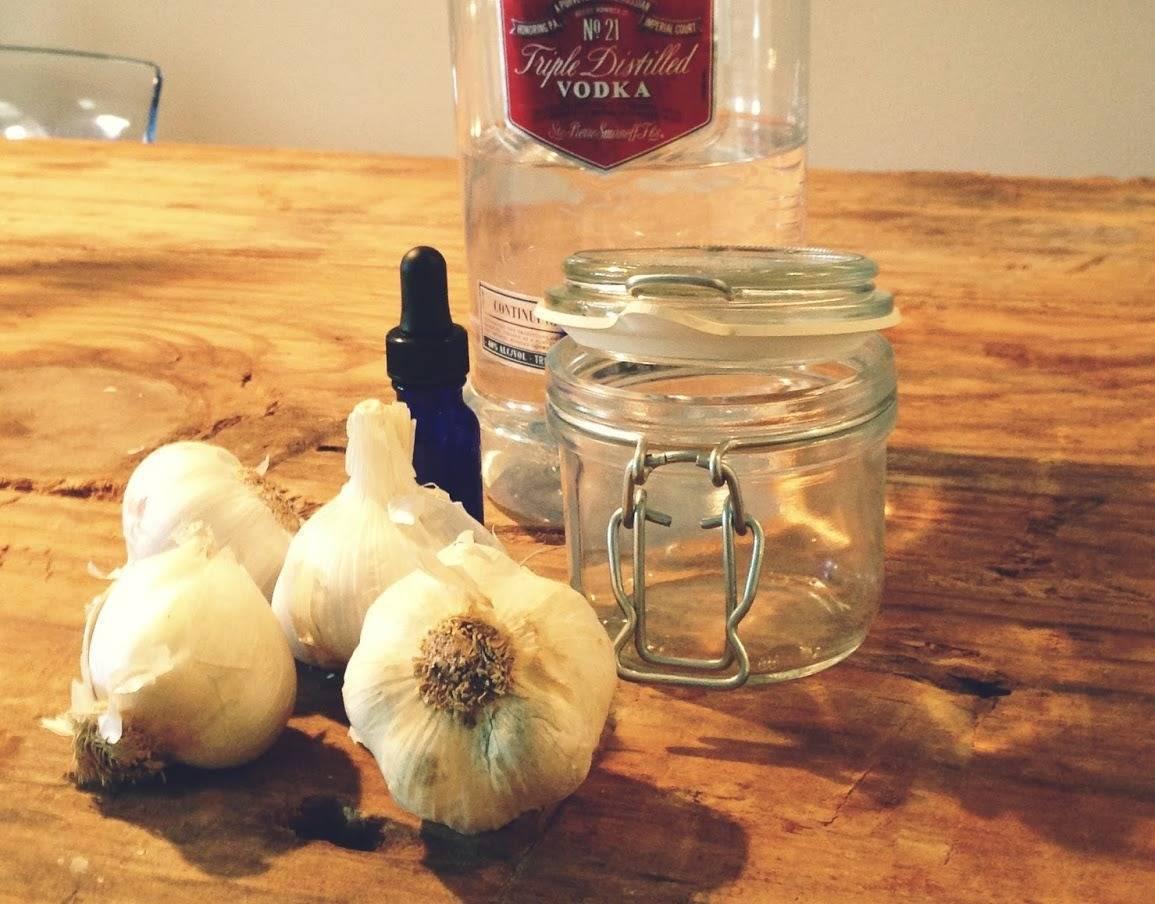Настойка на чесноке на водке для чистки сосудов и не только: рецепты и их применение, а также использование с медом и лимоном для сердца