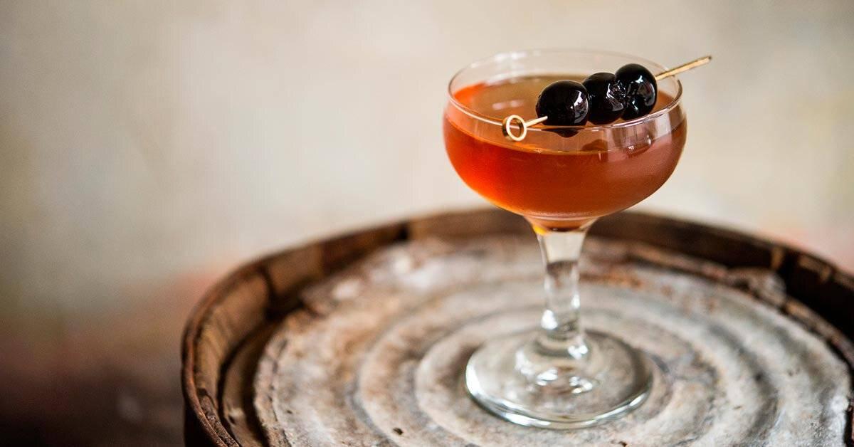 Коктейль манхэттен. классический рецепт алкогольный с виски, вермутом, бурбоном, крепость, безалкогольный