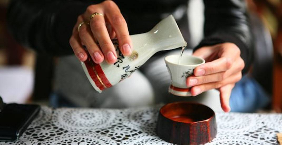 Как правильно пить саке