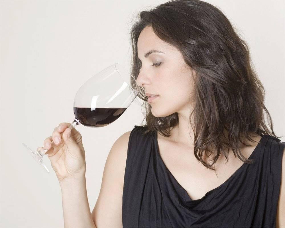 Можно ли вино при грудном вскармливании: навредит ли бокал домашнего напитка новорожденному во время лактации и через сколько разрешено пить | suhoy.guru