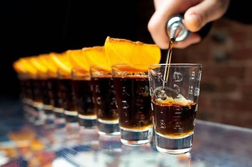 Пивные коктейли — новый тренд. как правильно смешать пиво с ромом и джином, чтобы получилось вкусно, — объясняет бармен. «бумага. рецепты пивных коктейлей и других напитков на основе пива