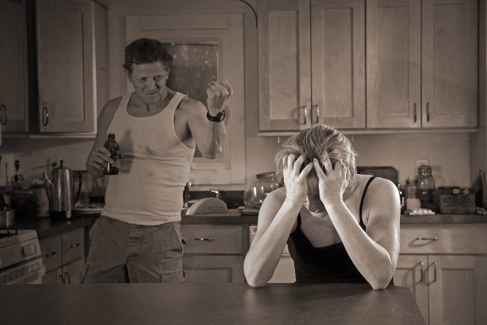 Муж пьет каждый день. что делать жене?