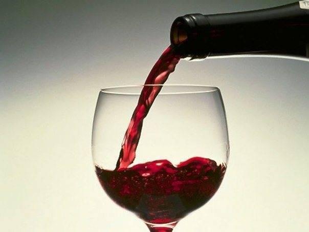 Красное вино: гемоглобин и железо в крови, расширение сосудов, польза для сердца