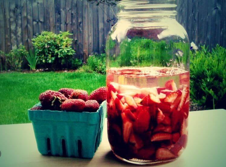 Рецепты клубничных наливок – всеобъемлющее чувство лета