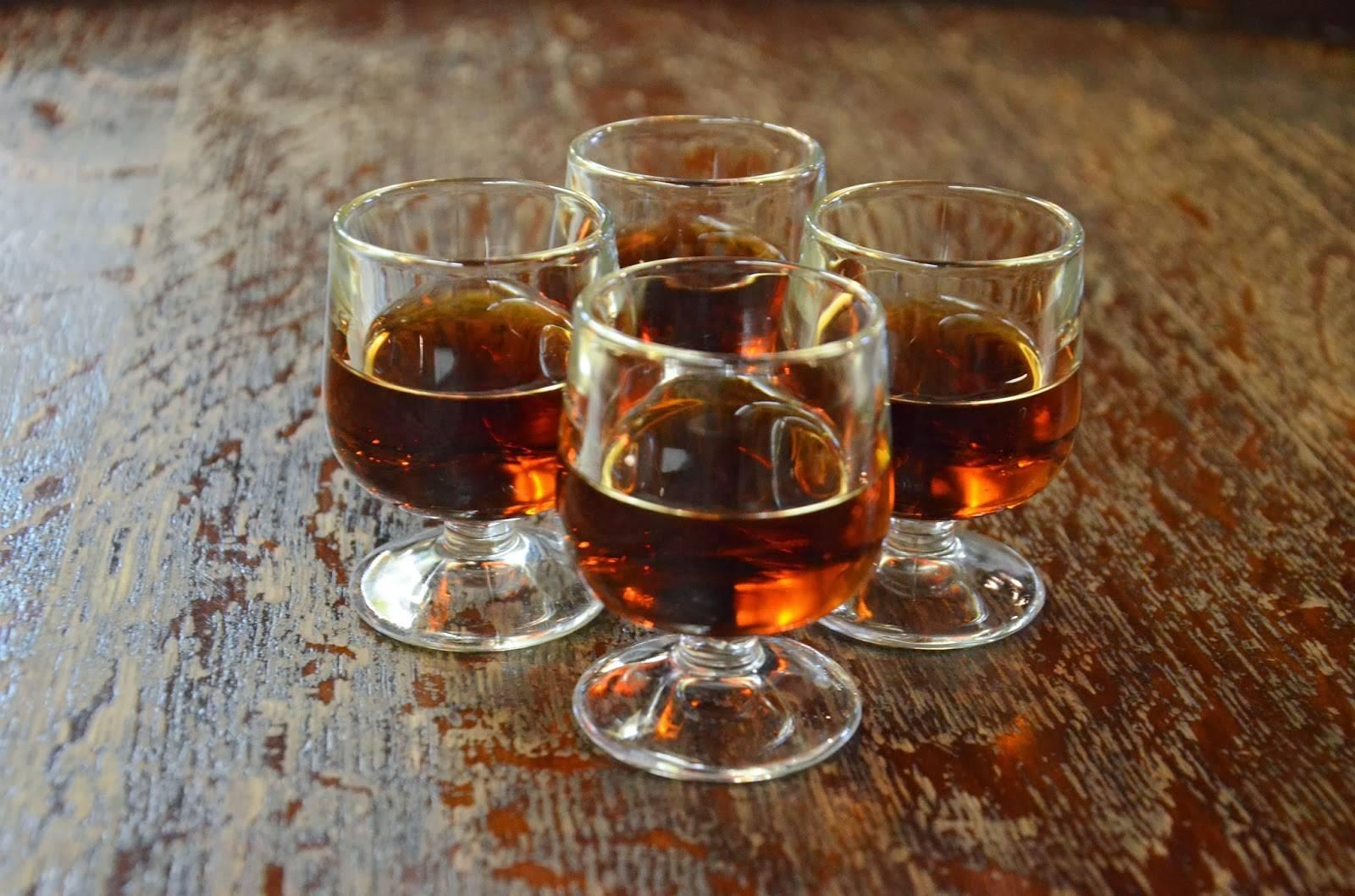 Что делать, если вино получилось слишком сладкое: 3 способа исправления
