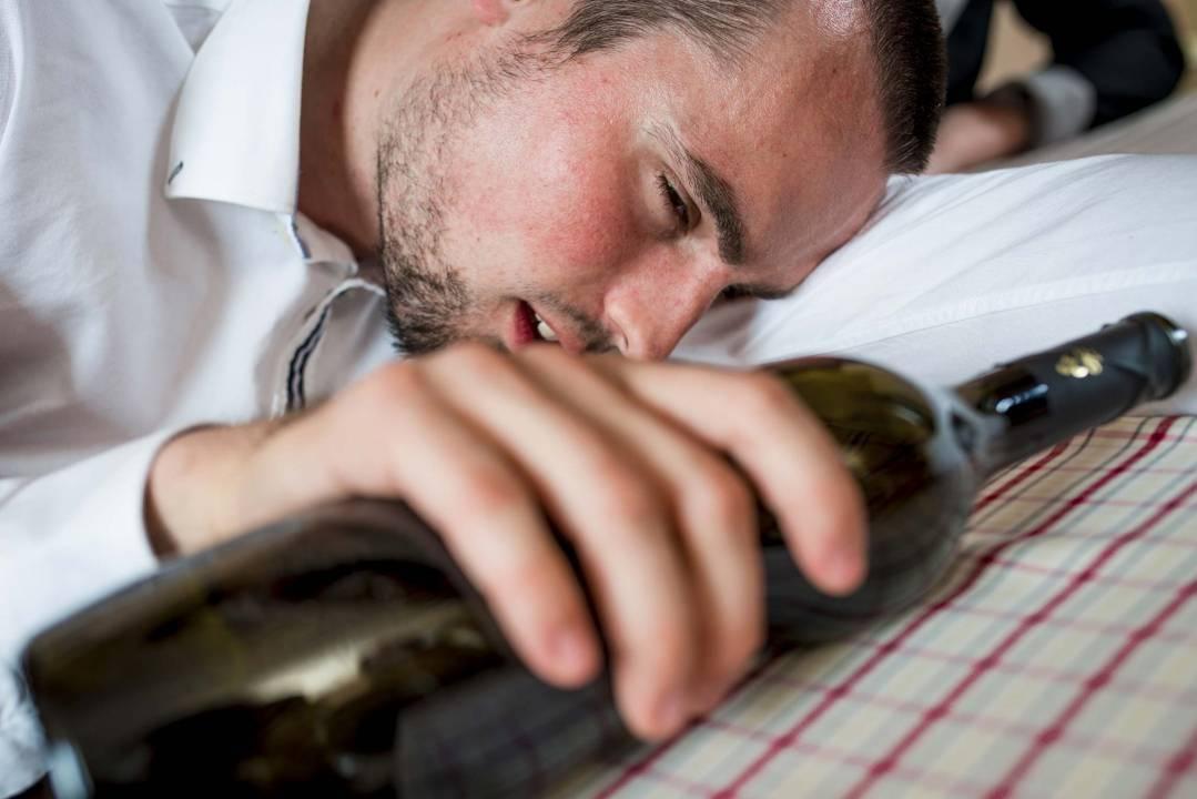 Как остановить рвоту при алкогольной интоксикации?