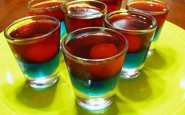 Как готовить домашние алкогольные желе-шоты