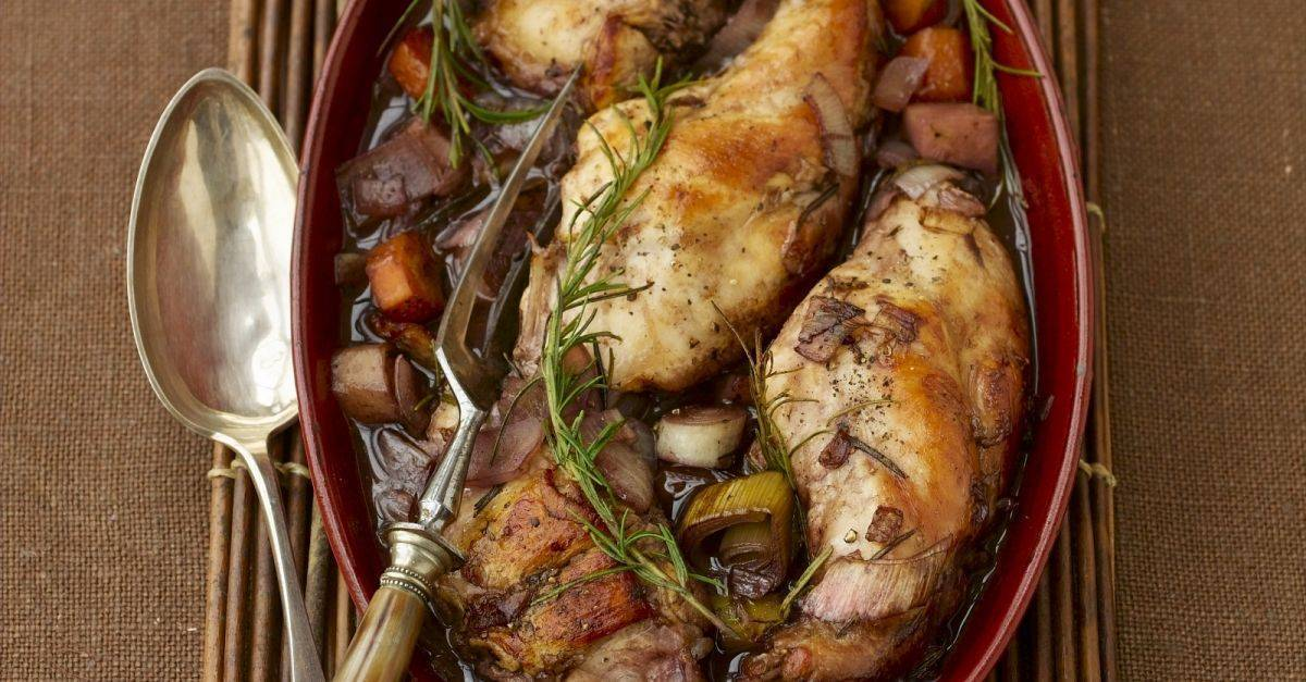 Кролик в сметане с розмарином – кулинарный рецепт