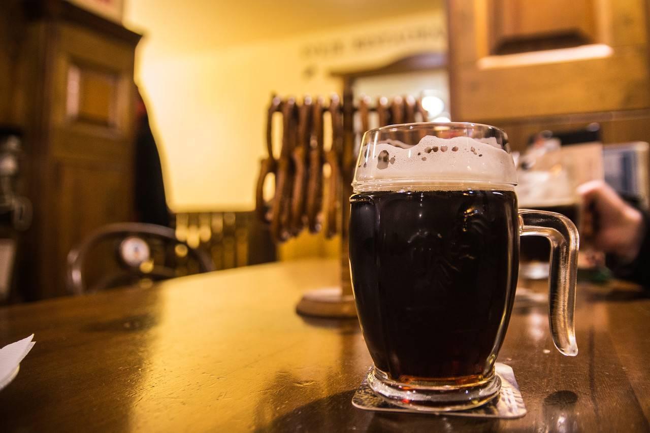 Разница между тёмным и светлым пивом: что общего между напитками, в чём отличие светлого пива от тёмного