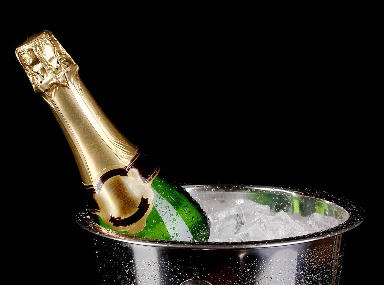 Как правильно и безопасно открыть бутылку шампанского?