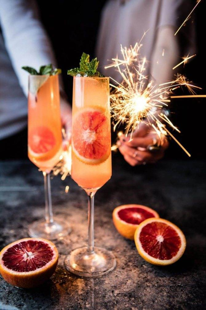 Рецепты к новогоднему столу 2021: коктейли