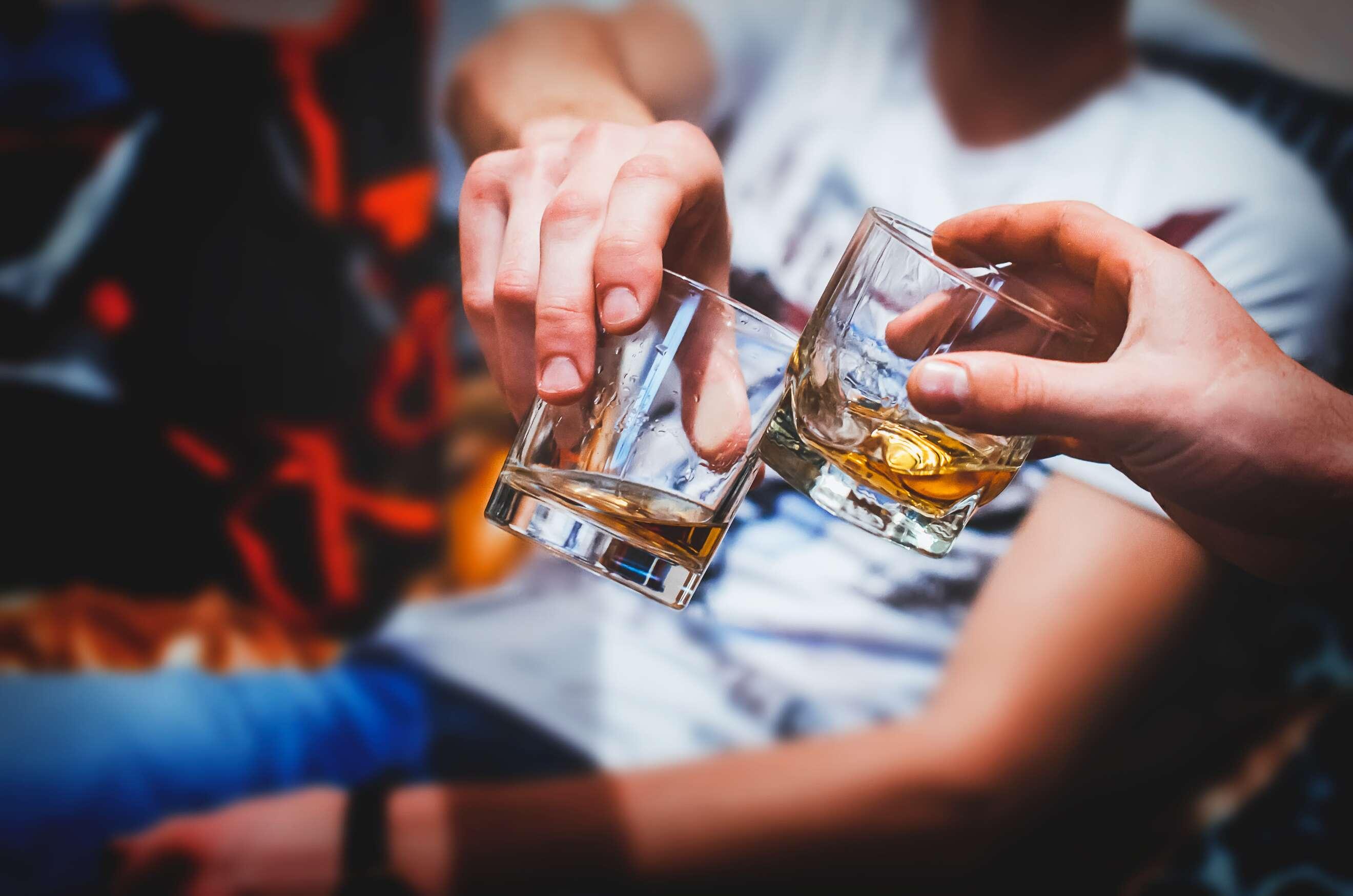 «и, выпивая чашку чая, я вдруг пьянею без вина…» как можно опьянеть без спиртного?