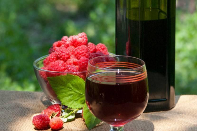 Как приготовит вино из спирта и сока?